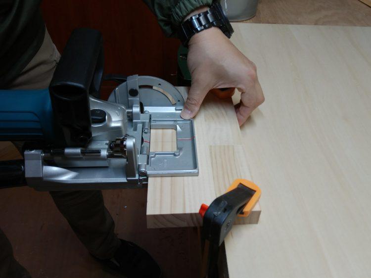 ①材の木端に溝加工