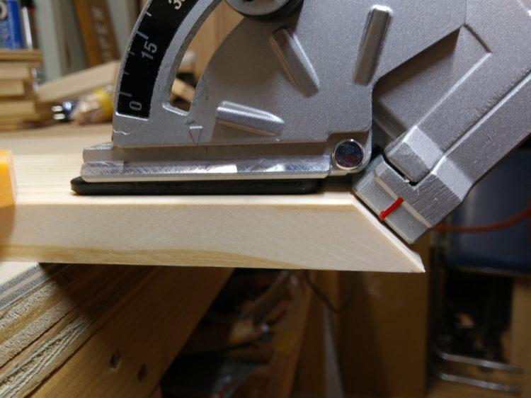 部材の基準面・木口に密着させる