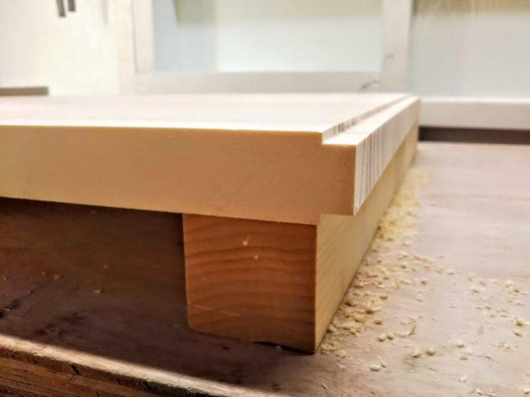 板材の表裏両側から切削する