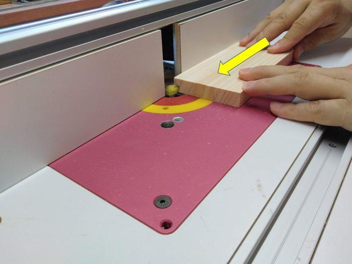 加工材を動かして切削