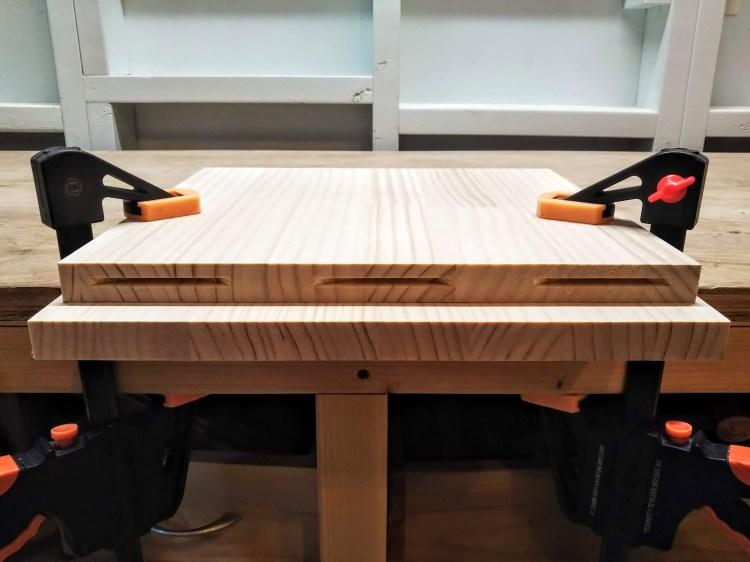側板木口面の溝切削完了