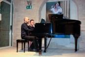 Il M° Giacomo Rocchetti al pianoforte. Foto di Aido Consolani.