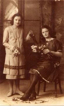 Seduta Emilia Grandinetti e a finco Leonarda Bernabei.