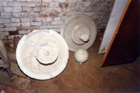 Fontanelle Scuola d'Arte Ambrogio della Robbia. Sotterranei di San Francesco prima del lavoro di ripulitura del 1996. Archivio fotografico Ufficio Economato Potenza Picena.