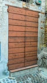 Portone di ingresso al Tetro B. Mugellini da via Marefoschi prima del restauto di Luigi Migliorelli. Foto Simona Ciasca Ufficio Economato.