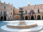 """Fontana dopo l'ultino lavoro di restauro del marzo 2009. Foto tratta dal Libro """"Il fascino della storia il respiro del mare. Potenza Picena""""."""