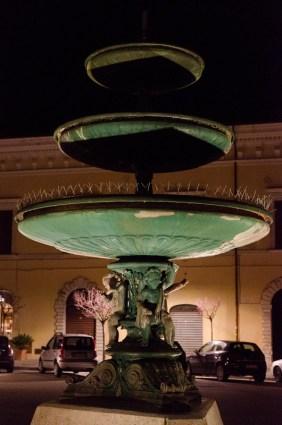 Fontana di Piazza Matteotti dopo la riattivazione del 24 febbraio 2016. Foto Sergio Ceccotti.