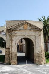 Porta Galiziano, facciata. Foto di Sergio Ceccotti.