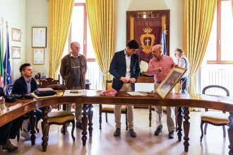 18 maggio 2016 donazione quadro di Luis Dottori al Comune di Potenza Picena. Foto di Sergio Ceccotti.