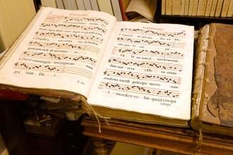 Antifonari dei Sec. XVI - XVII all'interno dell'Archivio Storico Comunale. Foto di Sergio Ceccotti.