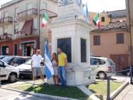Melisa insieme all'Assessore Paolo Scocco e Paolo Onofri. Visita di Melisa Tramannoni a Potenza Picena il giorno 1/7/2016. Foto di Mario Barbera Borroni.