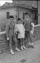 "10. Giri Benito, Giri Santino e Giri Maria Grazia - Fototeca Comunale ""B. Grandinetti"""