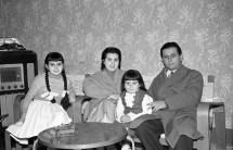 """20. Famiglia del veterinario Giustozzi Dante - Fototeca Comunale """"B. Grandinetti"""""""