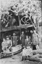 Clito Carestia insieme ai suoi colleghi di lavoro a San Juan. Foto Beniamino Carestia.