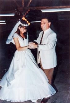 Reinaldo Carestia insieme alla figlia Nirva Ana durante il suo matrimonio. Foto Franco Carestia.