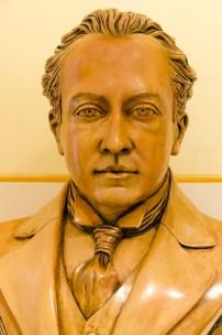 Busto di Bruno Mugellini all'interno del foyer del teatro comunale omonimo. Foto di Sergio Ceccotti.