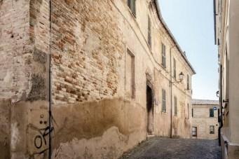 Veduta del Palazzo Trionfi (oggi Mazzoni) del 1469. Foto di Sergio Ceccotti.