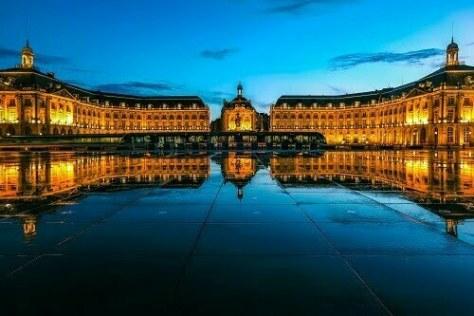 reflection-place-de-la-bourse-tram-bordeaux-france-unesco-world-heritage