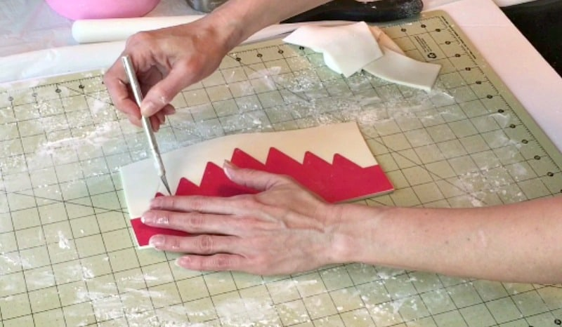 Cutting out gumpaste crown around template