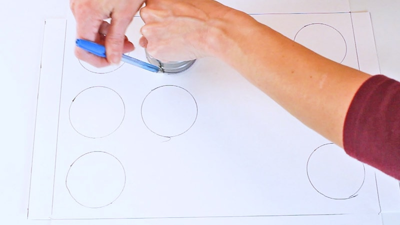 trace around circle cutter to make the cupcake inserts