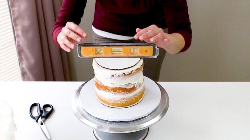 leveling bottom cake tier