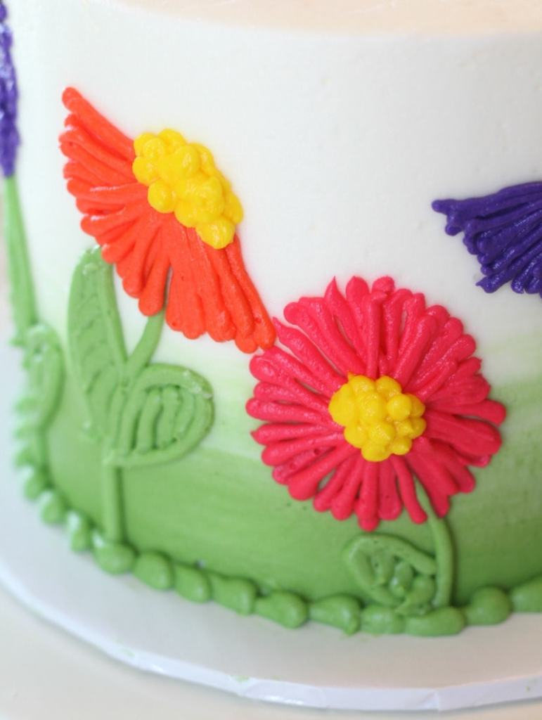 Piping buttercream flowers