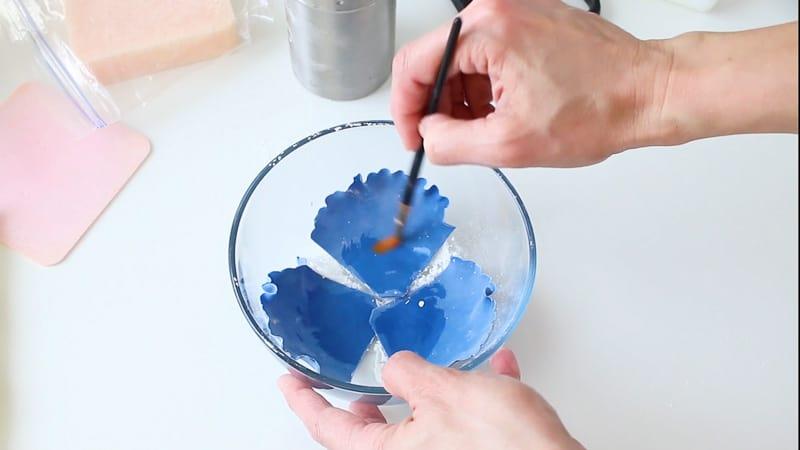 Add water to gumpaste petals