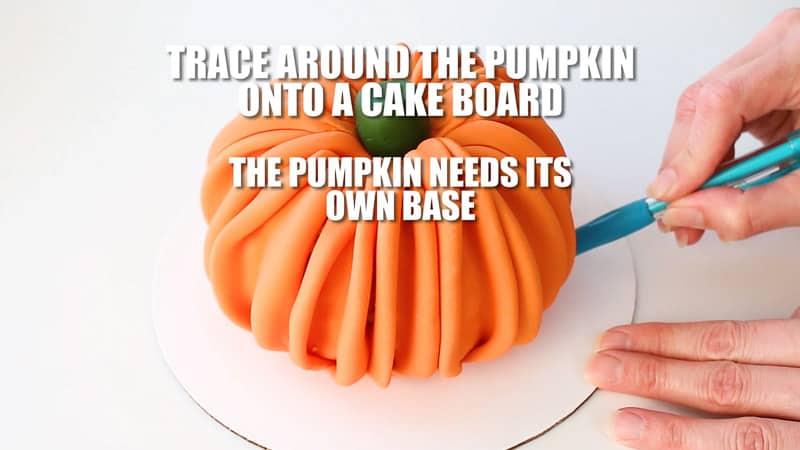trace around the fondant pumpkin to make a base