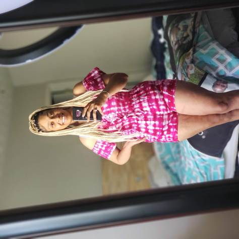 VSG mirror selfie, bariatric surgery weight loss journey, focusing on mental health. iseeyouchachi.com