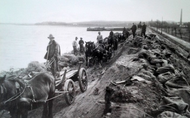 1929: Lammefjords-dæmningen opføres