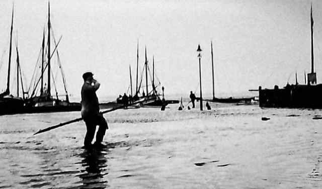 Historisk foto fra Holbæk Havn med oversvømmelse. Foto: Lokalhistorisk arkiv
