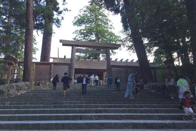 内宮(正宮)前の階段