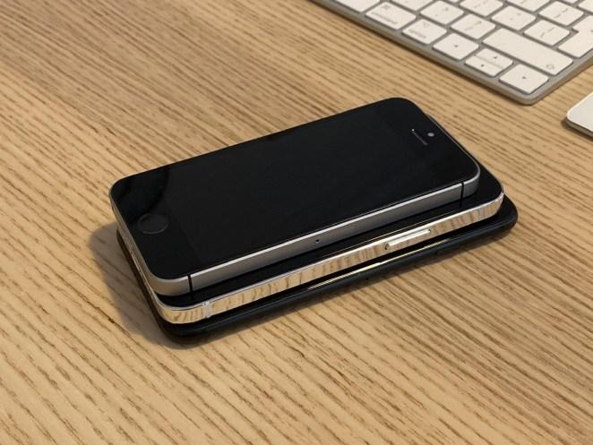 Maquetas del iPhone 12 sobre un iPhone SE 2016 y un iPhone 7