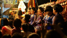 the sinden (singer of wayang perform)