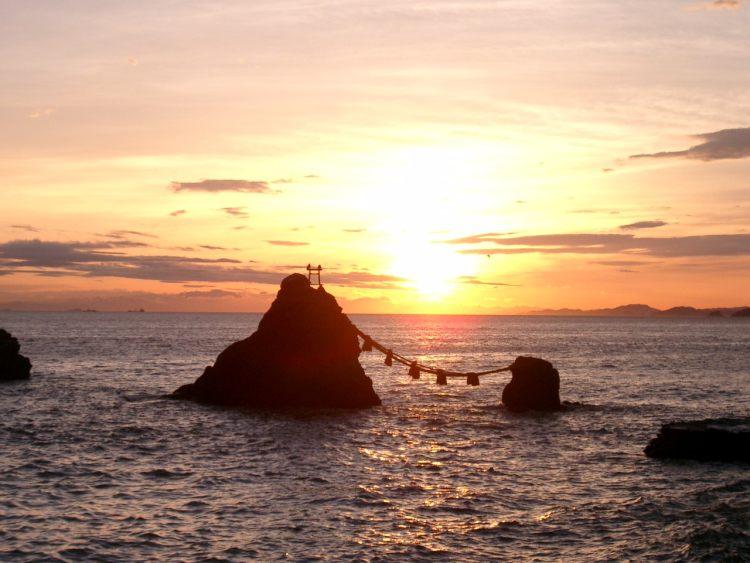 【夫婦岩と二見興玉神社】古来の人が伊勢神宮へ行く前に訪れていた神聖な場所!