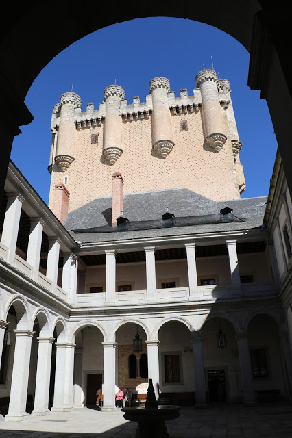 Alcazar must see attraction of Segovia 1