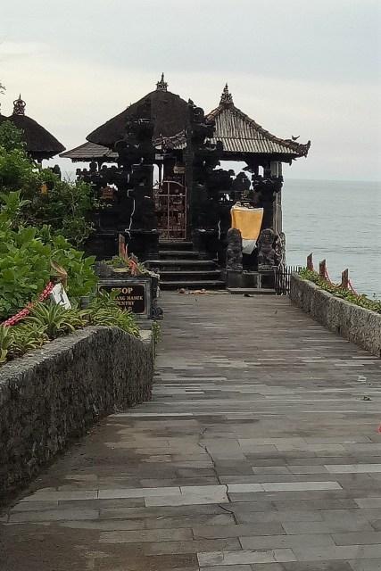 Batu Bolong Temple Bali