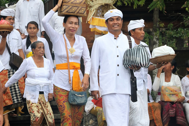 Wear Sarong and sash for visiting temples in Bali