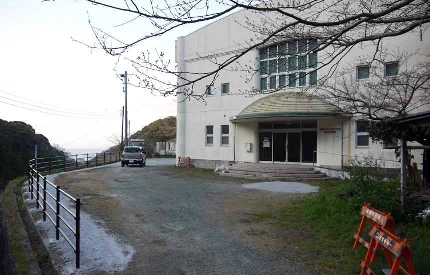 石部棚田旧三浦小学校駐車場