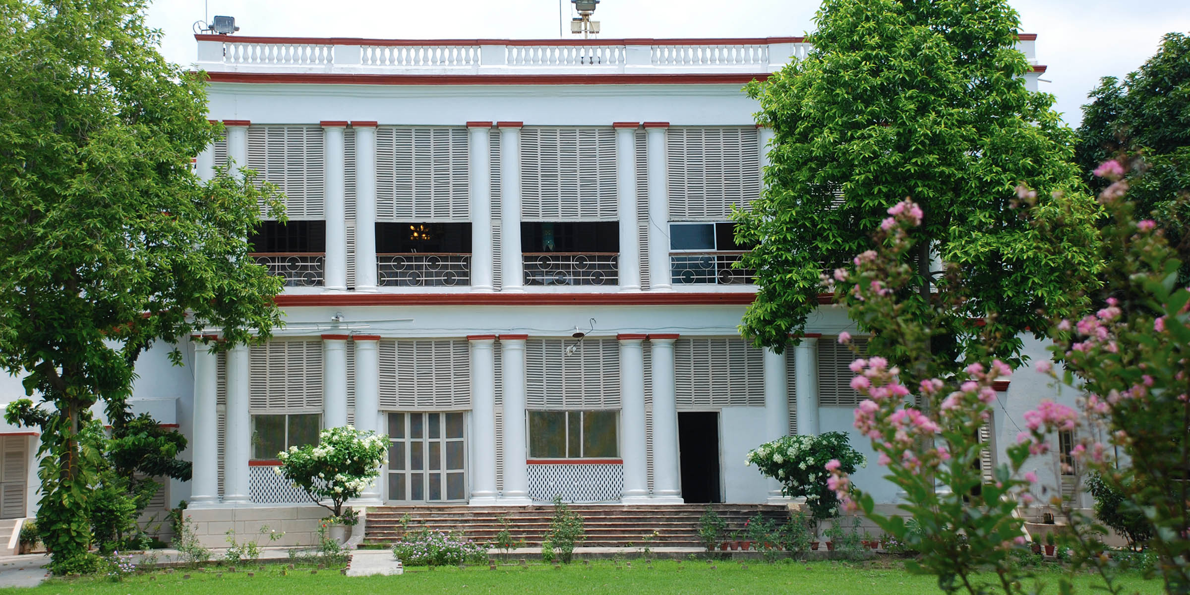 Dm Bungalow, North 24 Parganas
