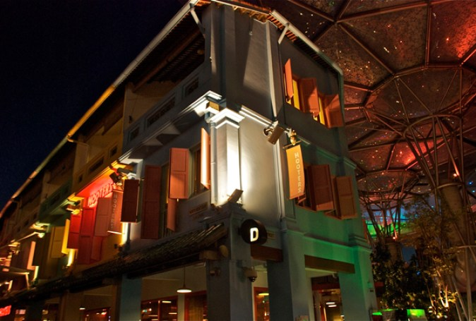 As we arrive @Clarke Quay - old renovated warehouses lighting up as they host popular restaurants and night clubs
