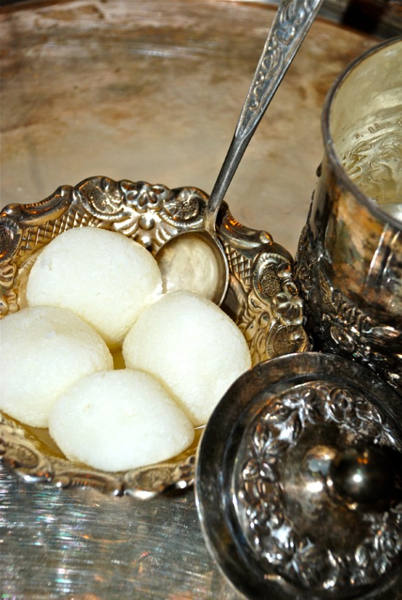 Rôshogolla or Rasgulla – Bengali's Own Sweet | IshitaUnblogged