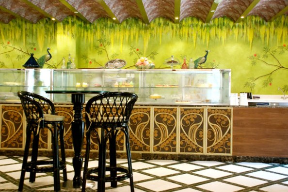 Hand painted walls in Omnia Gourmet by Silvena