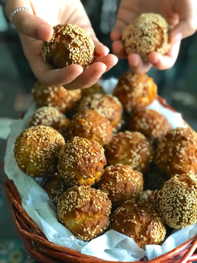 Binangkals are deep-fried dough ball coated with sesame seeds and originates from the Philippines.