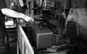 石月石材 手作業