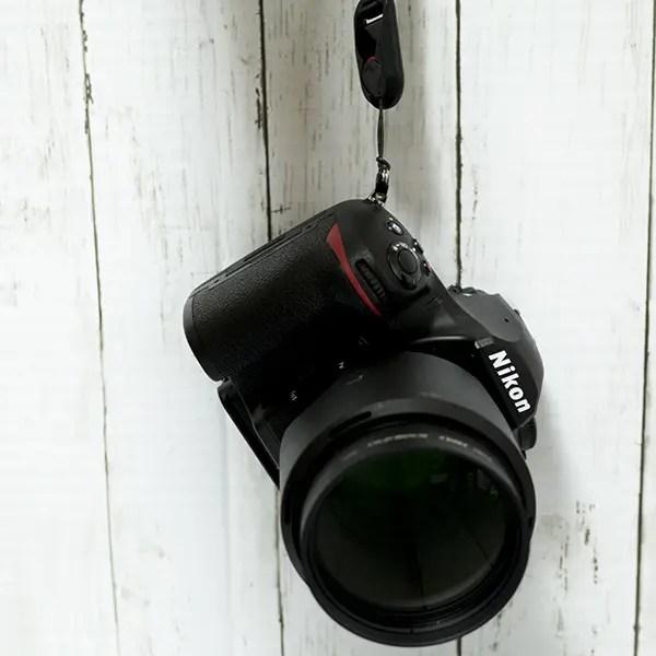 カメラを紐で支えるって大丈夫?