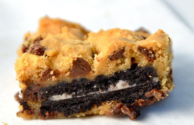 2 Ingredient Oreo-Stuffed Chocolate Chip Cookie Bars