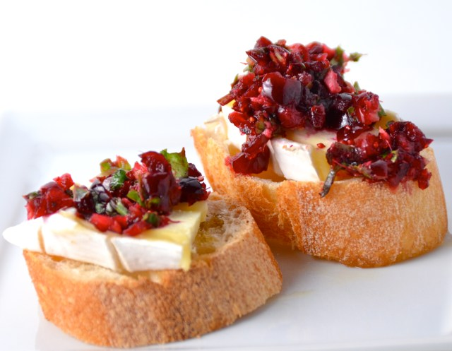 Brie Crostini With Cranberry Salsa