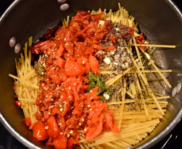 One Pot Linguine With Roasted Peppers, Sun-Dried Tomatoes, & Brie