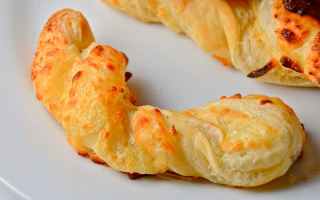 Easy Baked Puff Pastry Cheese Twists